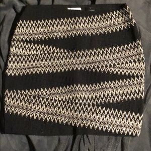 H&M black and white skirt size small.